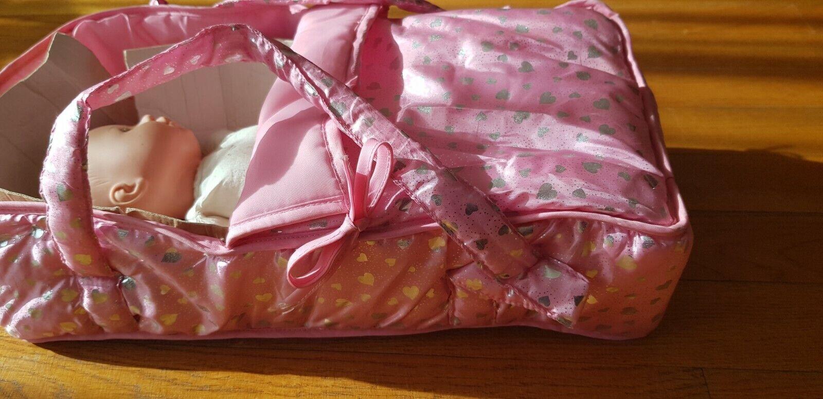 Jouets 4 poupées + berceau couffin rose