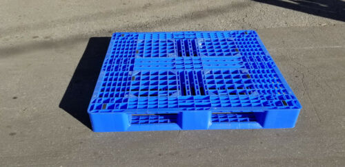 Plastic pallet 48x40 4way Rackable Heavy Duty Used once       LOCAL PICK UP ONLY