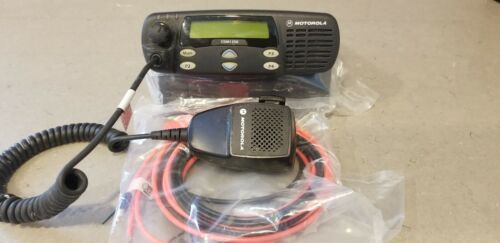 Motorola CDM1250 UHF 450-527 Mhz.  Includes mounting bracket, power cable and mi