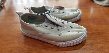 Boys shoes size 6