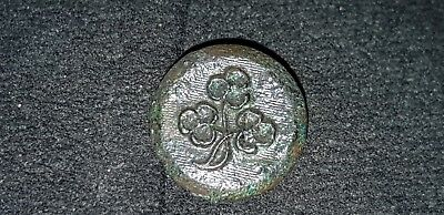 Exquisite 1700 hundreds copper alloy button intact found in England L73h