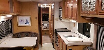 1994 Winnebago Adventurer RV Class A Motorhome Sleeps 6