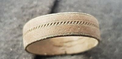 Superb VR Roman copper alloy ring, scrolled decoration uncleaned condition L67i