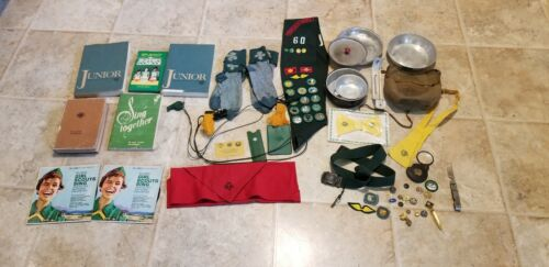 ASSORTED VINTAGE GIRL SCOUT ACCESSORIES 37 PIECES