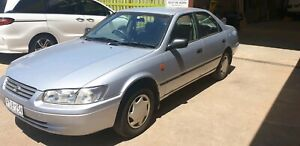 1999 Toyota camry low km only $2000
