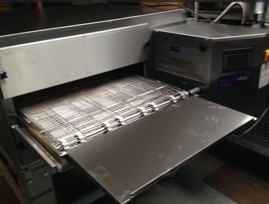 """26 Inc Conveyor Pizza Ovenin Basildon, EssexGumtree - 26"""" Pizza King Conveyor Oven Model Number Cer 26 17002 Mobile 07400821363 26"""" Brand new Gas Conveyor Oven at second hand price almost The Price is for only one Oven, For double deck Conveyor Oven please call me. We Guaranty 25 to 35% less Gas..."""
