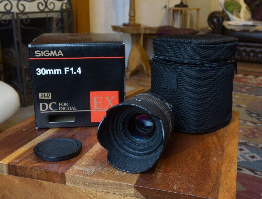 Sigma 30mm F14 Dc Hsm Canon Fit Prime Camera Lens For Dx Sensor F 14 A Image 1 Of 2