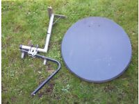 Satellite dish (approx. 80cm) with wall mountbracket andPole Mount