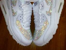 NEW AND IMORIVED TECHNIQUE OF SWAROVSKI/CRYSTAL TRAINERS AVAILABLE HERE!