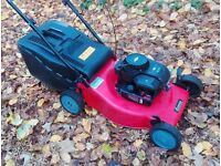 Briggs and Stratton Self-Propelled Petrol Lawnmower
