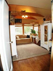 Quaint Country Home -15 min from London Hyde Park London Ontario image 10