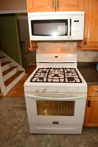 Frigidaire Gallery White Stove Gas Convection Range
