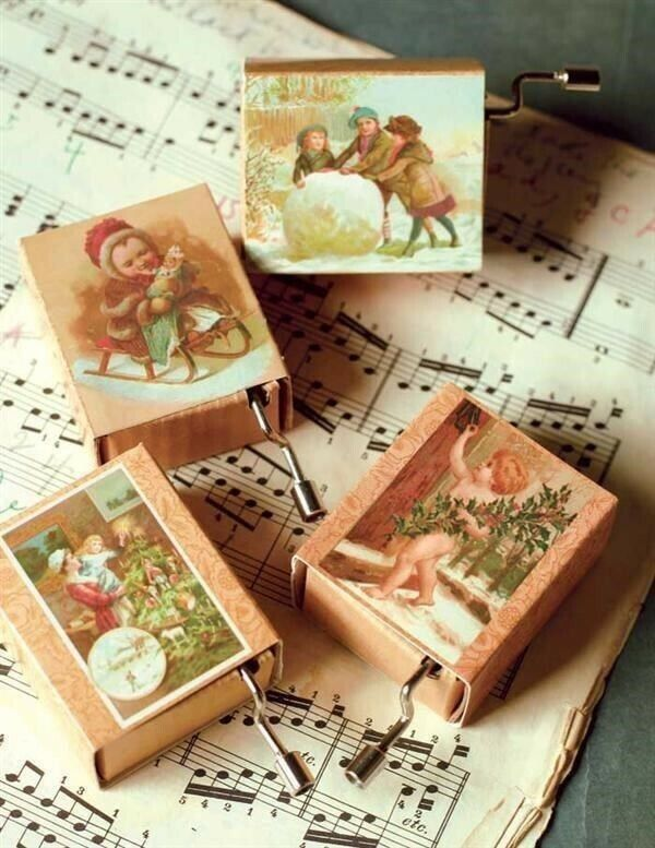 Victorian Trading 4 Holiday Christmas Hurdy Gurdies Crank Music Boxes NIB