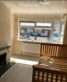 Large Double Room to Rent in Leamington Crescent, Harrow HA2