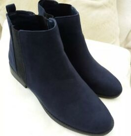 Brand new womans boots size 7