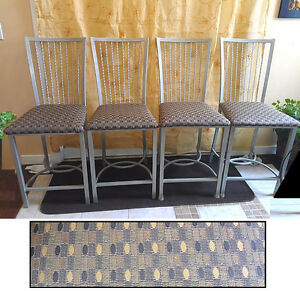 Like New! 4 Beautiful Steel Frame Counter Height Bar Stools