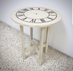 Round occassional table