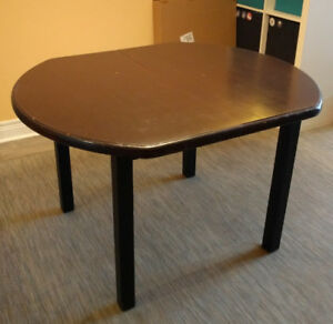 Sturdy Extendable Wooden Dining Table