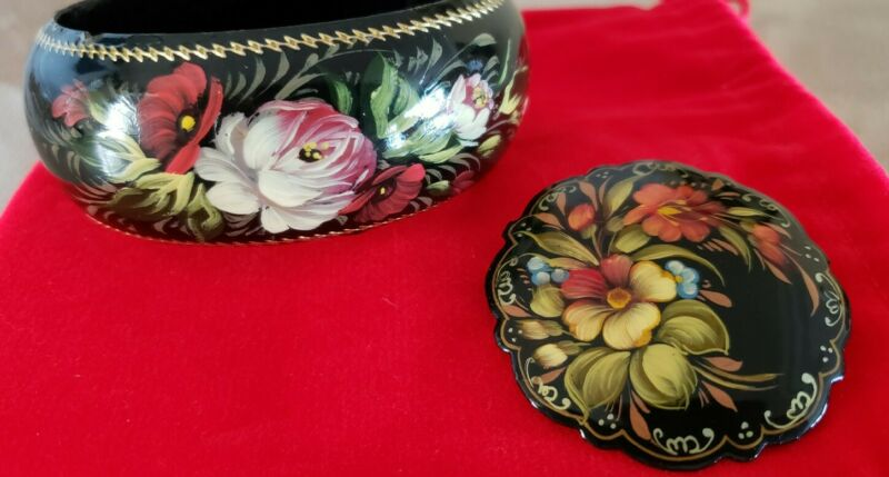 VINTAGE RUSSIAN HAND PAINTED FLOWER BANGLE BRACELET & BROOCH/PIN(SIGNED)