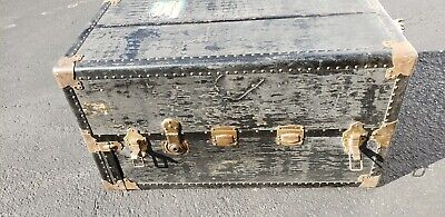 VINTAGE Wheary WARDROBE Steamer Trunk w/Drawers ,7 HANGERS ,4 Bars ,Cushion top