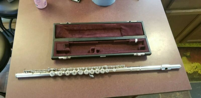 Yamaha YFL-481 Open Hole Sterling Silver Intermediate Flute Made In Japan