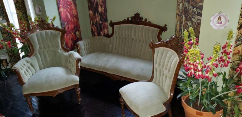 Antique victorian parlor set