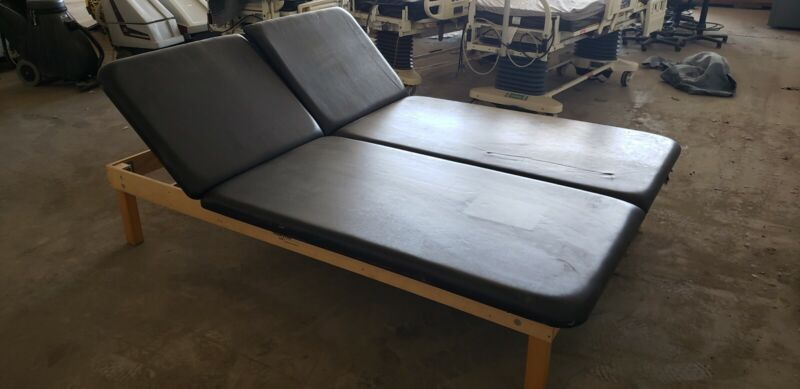 MATT TABLE Physical Therapy 6X8 TREATMENT  ADJUSTABLE SEPARATE HEAD VALUE LINE