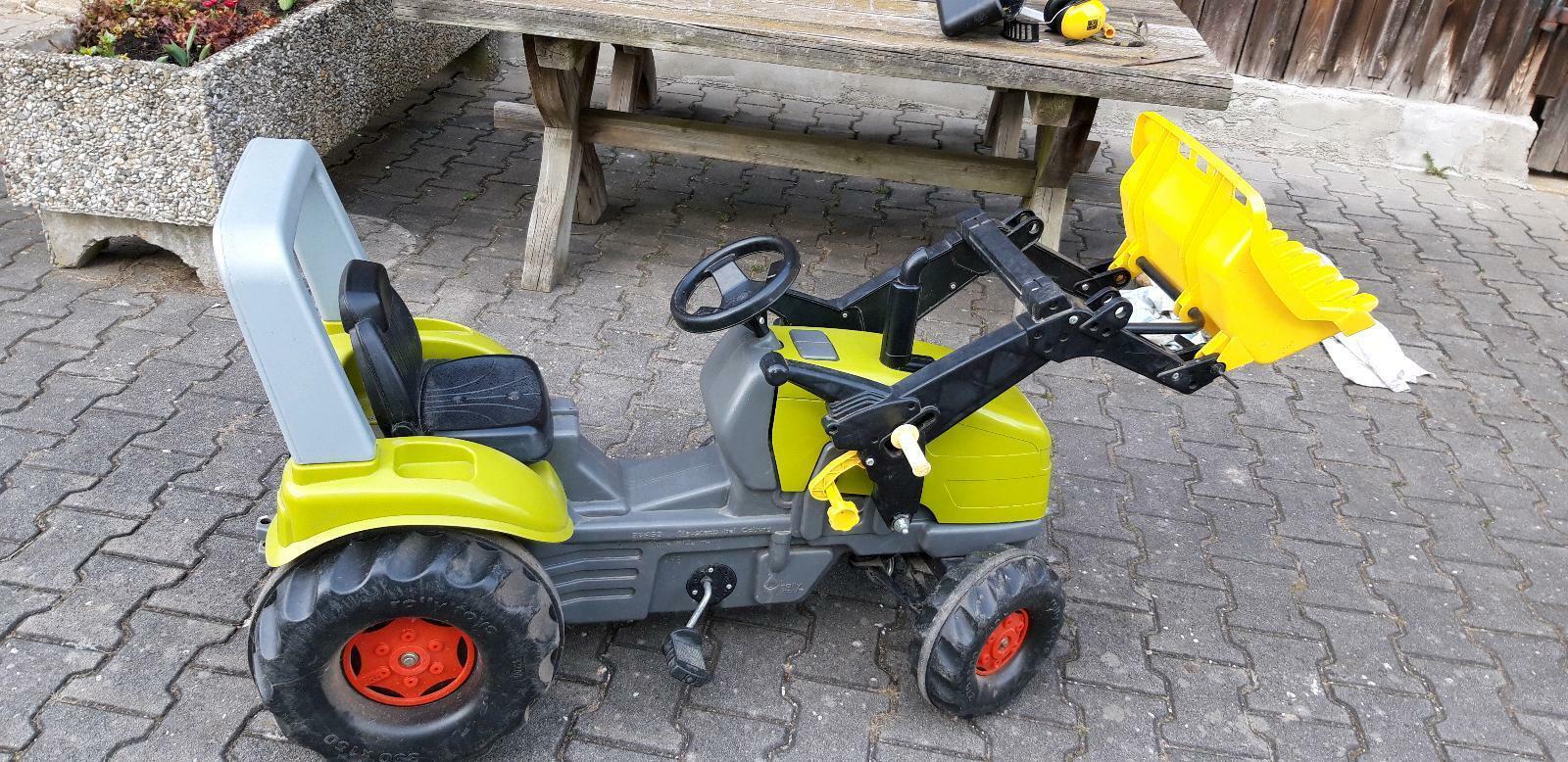 traktor mit schaufel und räumschild in bayern