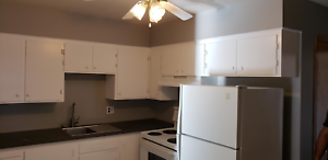 !! Beautiful And Clean 2 Bedroom Unit !!