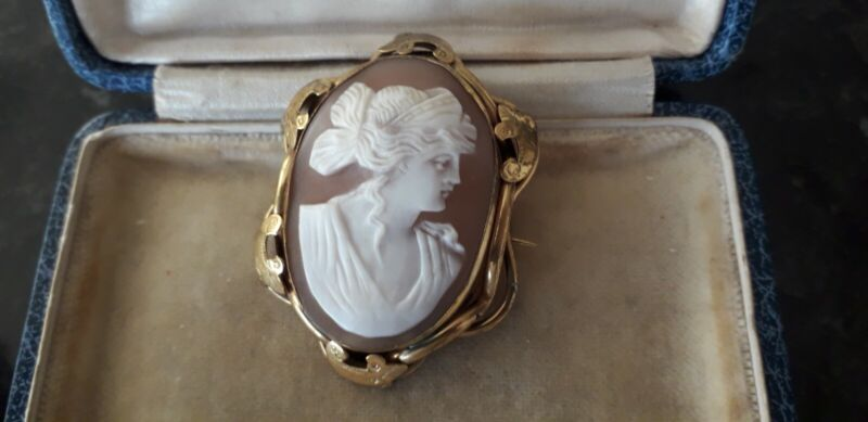 Victorian Gold Plate Pinchbeck Shell Cameo Brooch