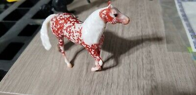 BREYER STABLEMATE FESTIVE FILIGREES - GLOSSY RED FILIGREE - SMART CHIC OLENA