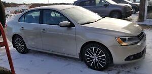 2013 Volkswagen Jetta Sedan TDI, 200,000 km warranty LOADED! TDI