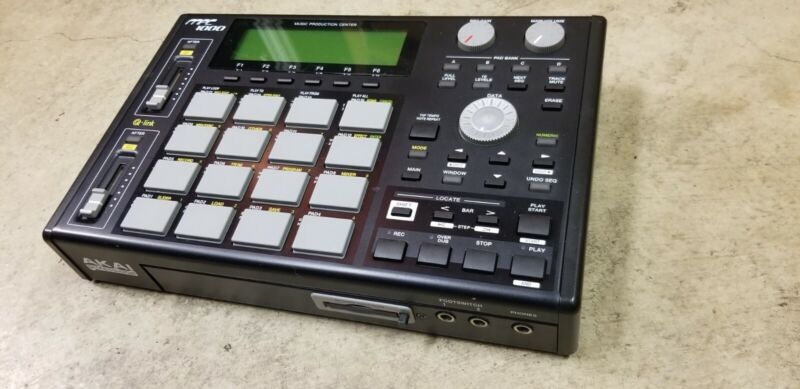 AKAI MPC 1000 Midi Production Center - Sampler / Sequencer - 128MB - Black