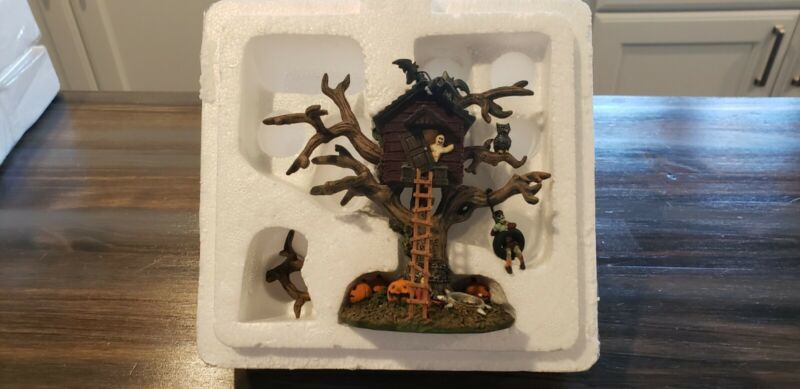 EDDIES TREE HOUSE FROM THE MUNSTERS  HALLOWEEN COLLECTION!