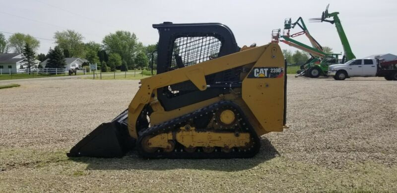 2017 Caterpillar 239D Skid Steer Loader Track  Kubota
