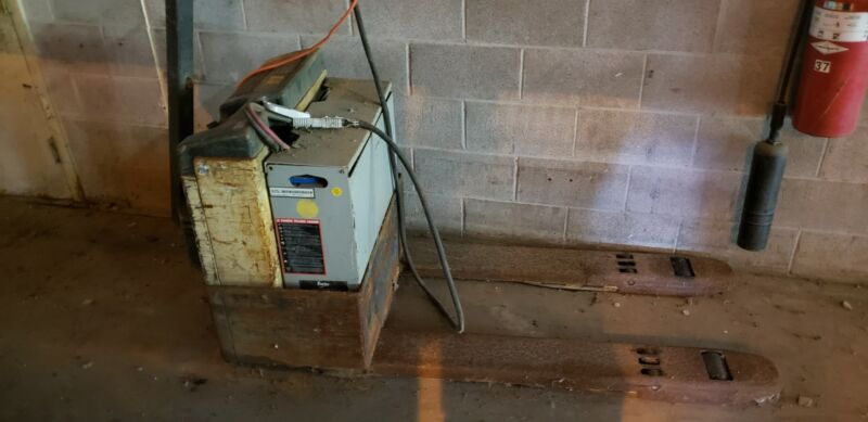 Crown Electric Pallet Jack 40GPW-4-14