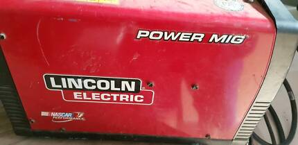 LINCOLN ELECTRIC MIG Welder  GAS OR GASLESS.