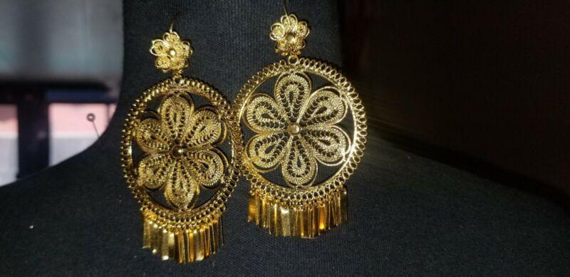 Mexican filigree earrings from Oaxaca, filigrana, gold color.