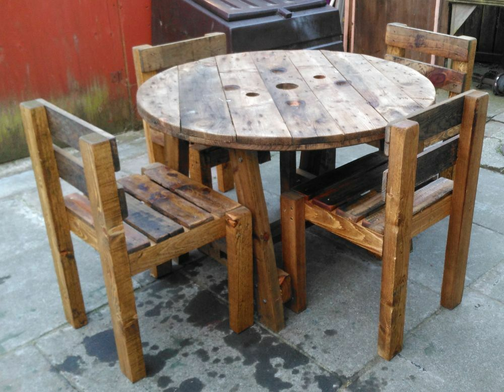 Pallet or cable reel table and chair sets upcycled hand for Wire reel furniture