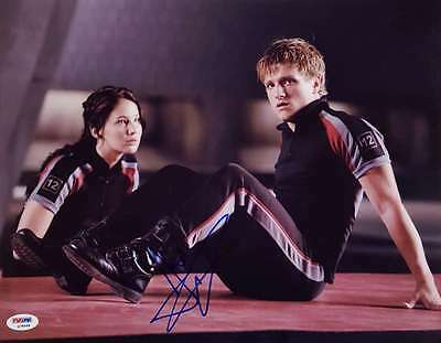 Josh Hutcherson Signed Hunger Games 11X14 Photo Psa Dna Q78668 Peeta Mellark