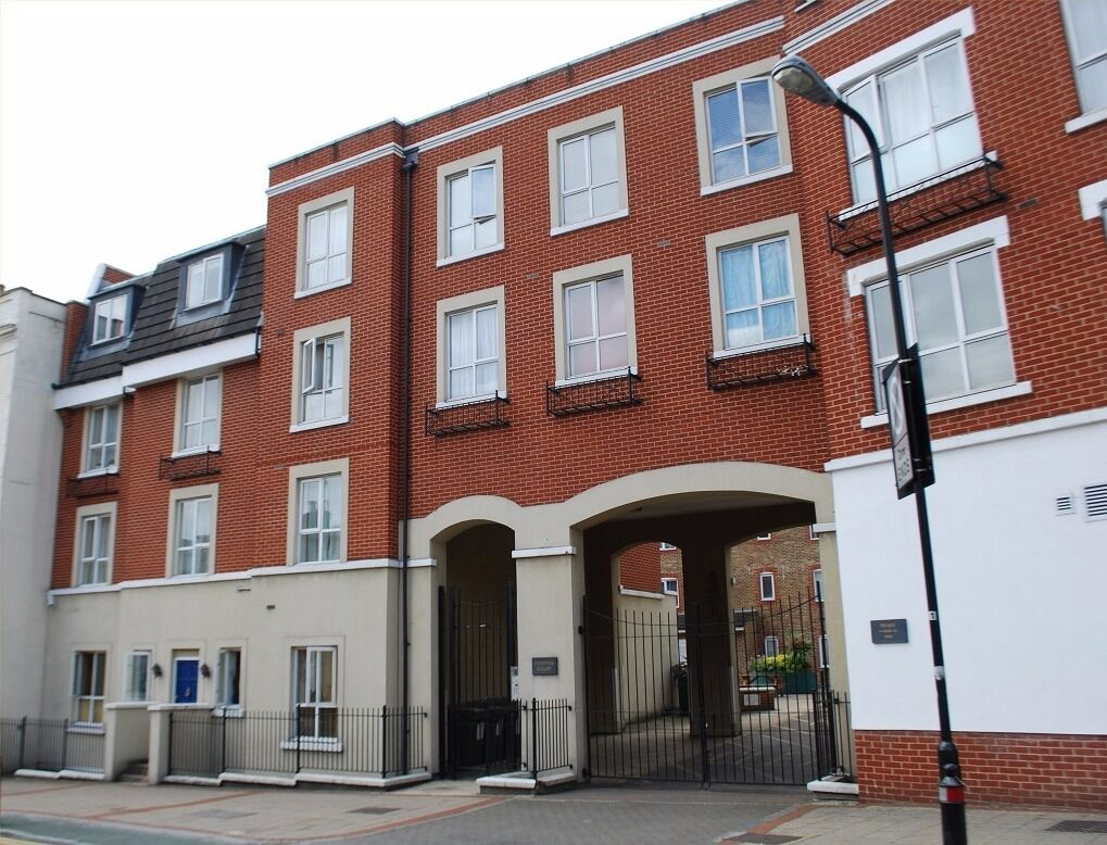 West London Acton W3, 2bed flat in a quiet Court available soon