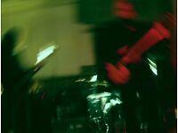 Bassist needed for Alternative Rock/Shoegaze/Kroutrock band
