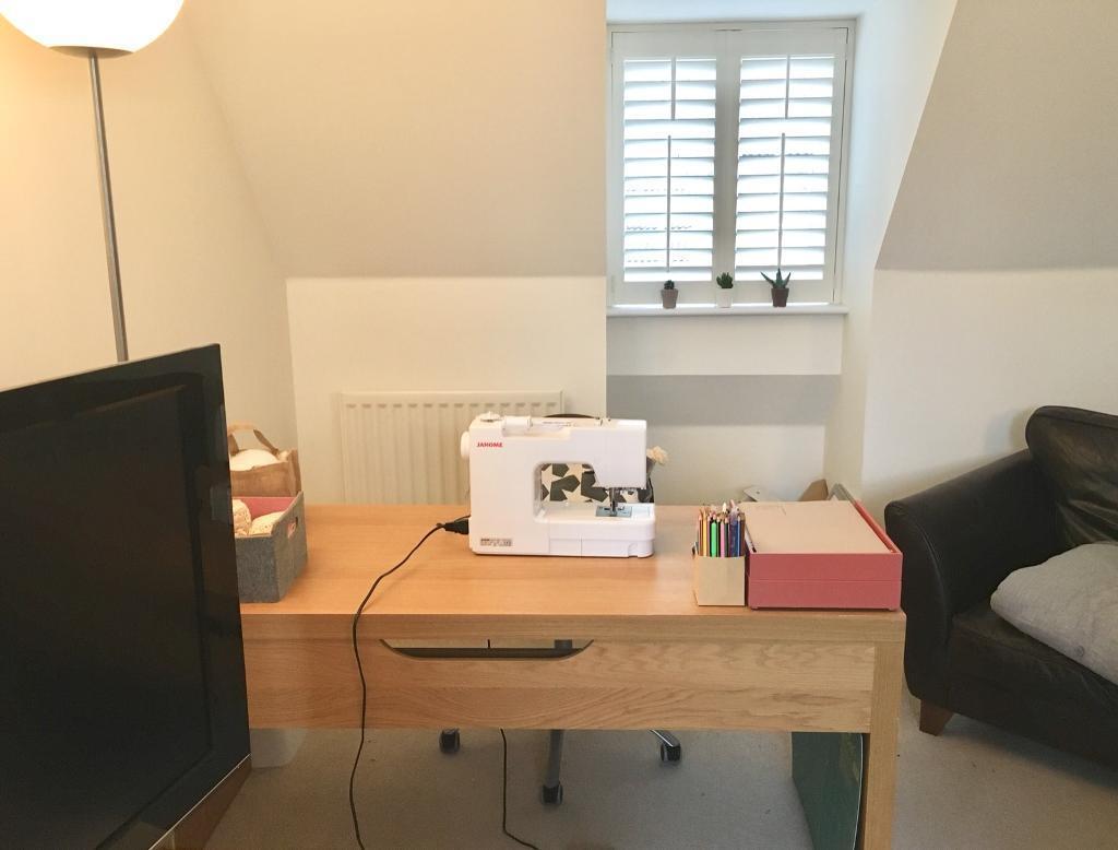 Desk, almost brand new