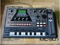 Roland mc 307 groovebox sequencer drum machine