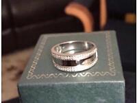 9k white gold 0.10ct DIA band ring