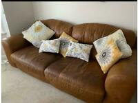 £250 - looking for quick sale - 2 and 3 seater leather couch/sofa