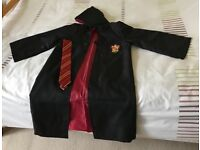 HARRY POTTER GRYFFINDOR ROBE AND TIE