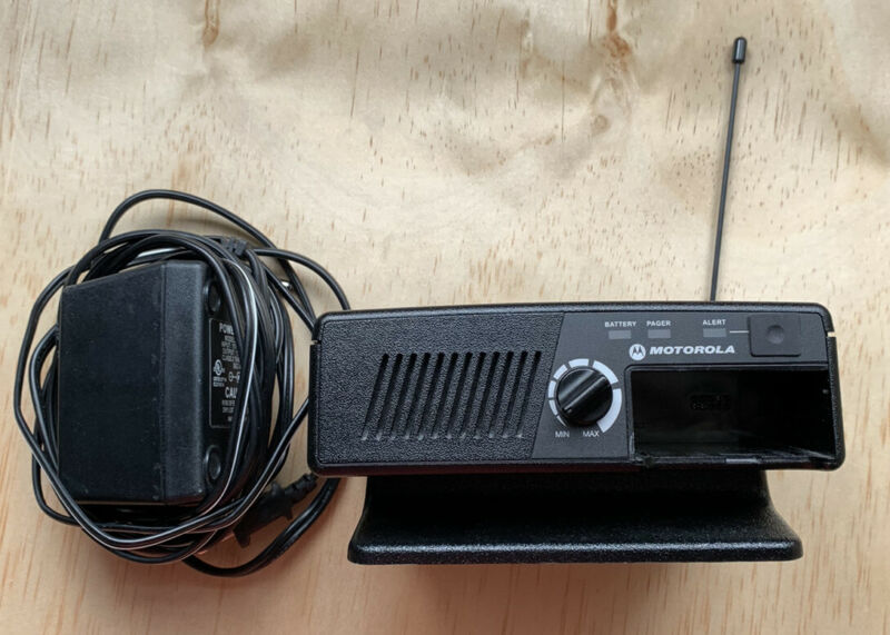 Motorola Minitor V 5 Amplified Charger RLN5869C Pager Amplifier Base Tested