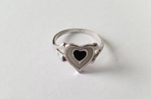 85 DS Black & White Enamel Heart Ring Vintage Silver Tone Fashion Rings Size 6.5