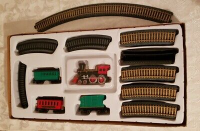 St Nicholas Square Holiday Train Set 2 Tracks 4 Train Pieces Preowned In Box